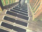Perfiles escaleras instalaciones deportivas