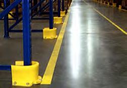 Protectores PVC contra impactos en bases de estanterías industriales
